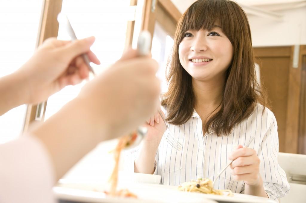 「ランチを食べる女性」の画像検索結果